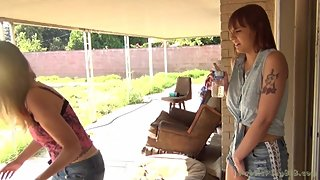 Mother StepDaughter Pee Outside - Jamie Foster & Sailor Luna