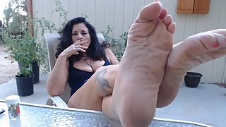 WRINKLED MATURE feet POV outdoors- you worship while I smoke