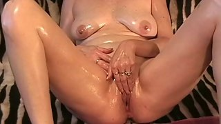 Sexy Mature Milf body oiled up