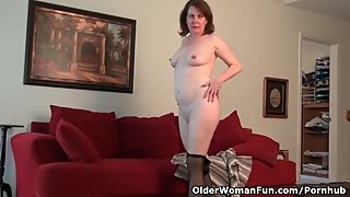 American milf Brie gets herself in the mood