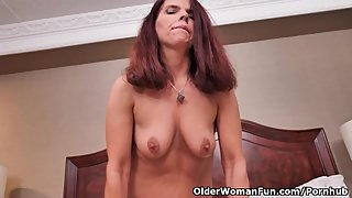 Canadian milf Candy plays with her willing pussy