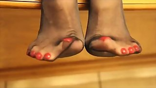 CURLING MY TOES IN NYLON