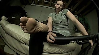 Mature Woman Vacuums the Dirt Off Her Wrinkled Soles As She Teases You