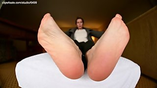 Wrinkly Mature Latina Soles