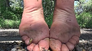 MILF Outdoor Dirty Feet Closeups