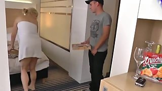 18yo pizza delivery boy cums inside shameless mature divorced milf