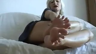MONIQUE SMELLY FEET BLONDE MILF