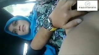 A medical student playing with her mature teacher's pussy in car