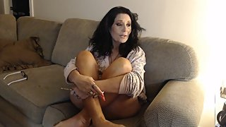 MOM WAKES, vapes and smokes all your 420