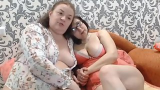 Two Matures Females Show Asshole On Webcam