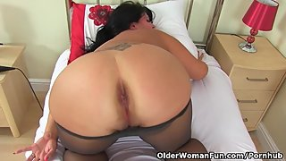 British milf Katie Coquard needs getting off