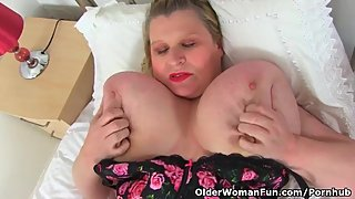 English and busty BBW Samantha Sanders rubs her hungry fanny